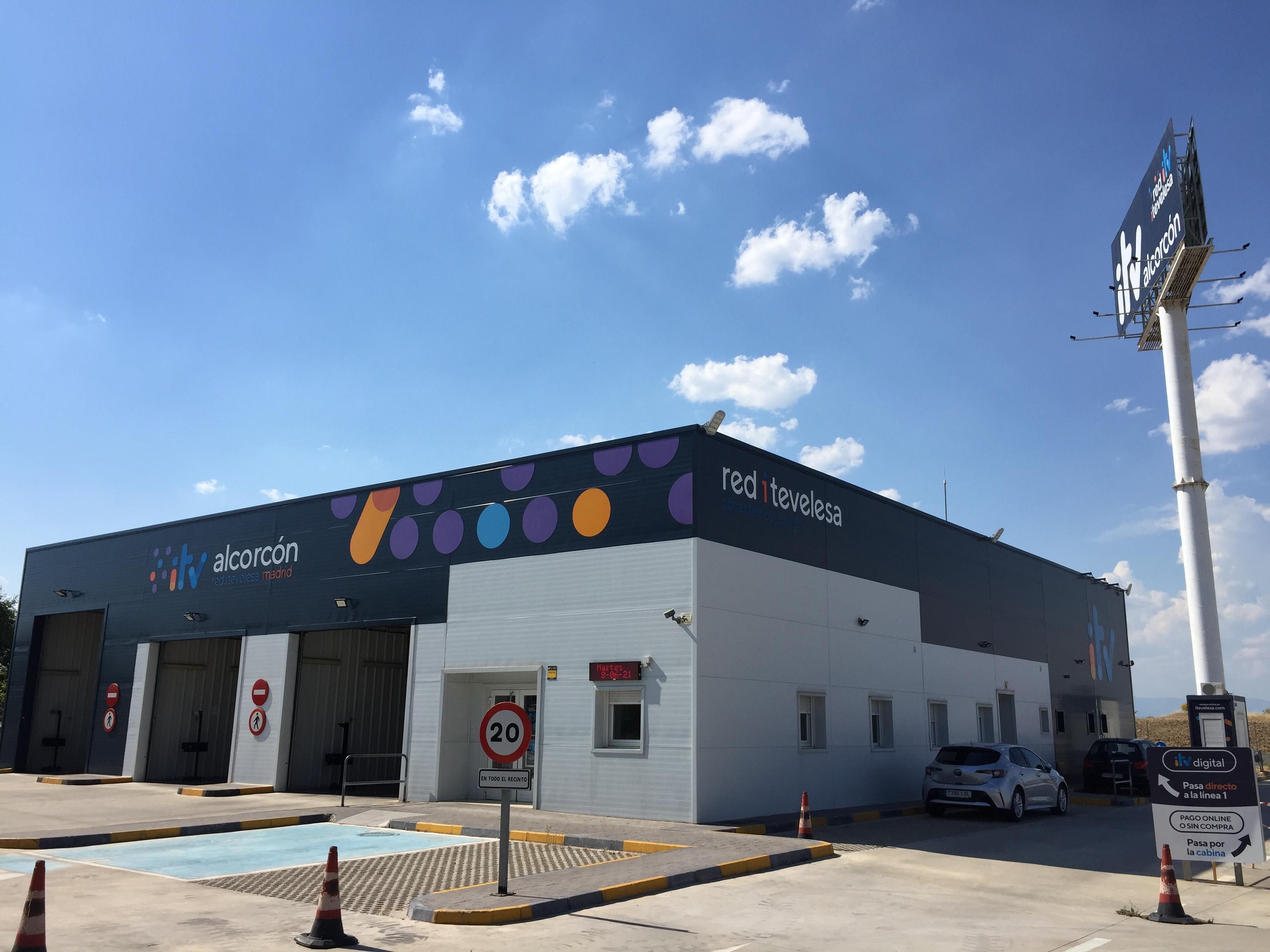Estación ITV Alcorcón Red Itevelesa con el cielo nublado
