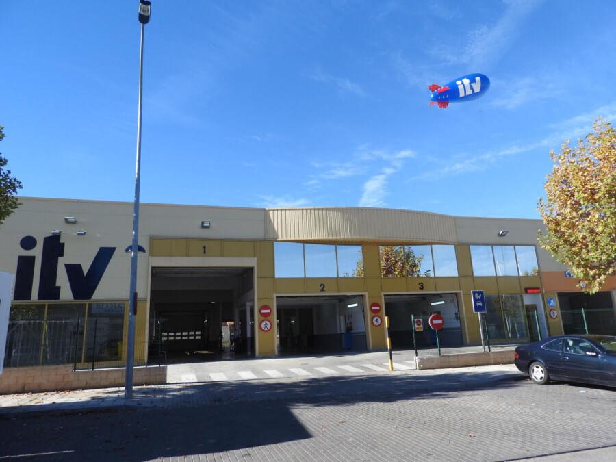 Estación ITV Collado Villalba P29 Red Itevelesa con dirigible promocional